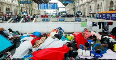 """Réfugiés à la station de train Keleti, à Budapest"", Rebecca Harms (wikimedia - CC)"