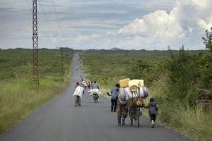 Populations quittant leur village, fuyant les groupes rebelles au Nord Kivu © MONUSCO/Sylvain Liechti
