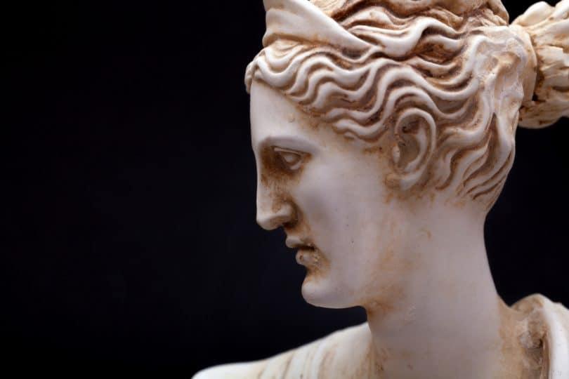 Photo: sculpture antique de la déesse Artemis (Fotolia)