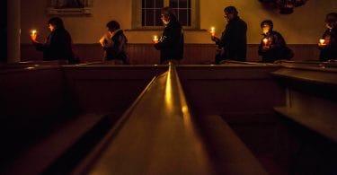 Photo: Fidèles en procession à Kahnawake (Loup-William Théberge/Le Verbe)