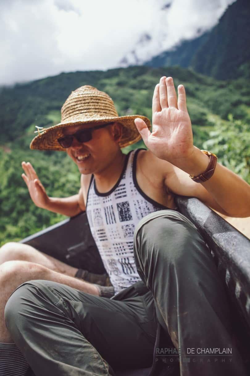 Lee, un jeune homme chinois de 24ans, a rejoint le pèlerinage à mi-parcours, dans la vallée du Mékong. Alors qu'il n'avait jamais été en contact avec l'Église catholique ni la foi chrétienne, il a vécu une conversion après s'être laissé convaincre d'assister aux messes qui ponctuaient les journées lors du voyage. Si bien qu'il a entamé les démarches pour se faire baptiser à peine quelques jours après le départ du groupe de pèlerins.