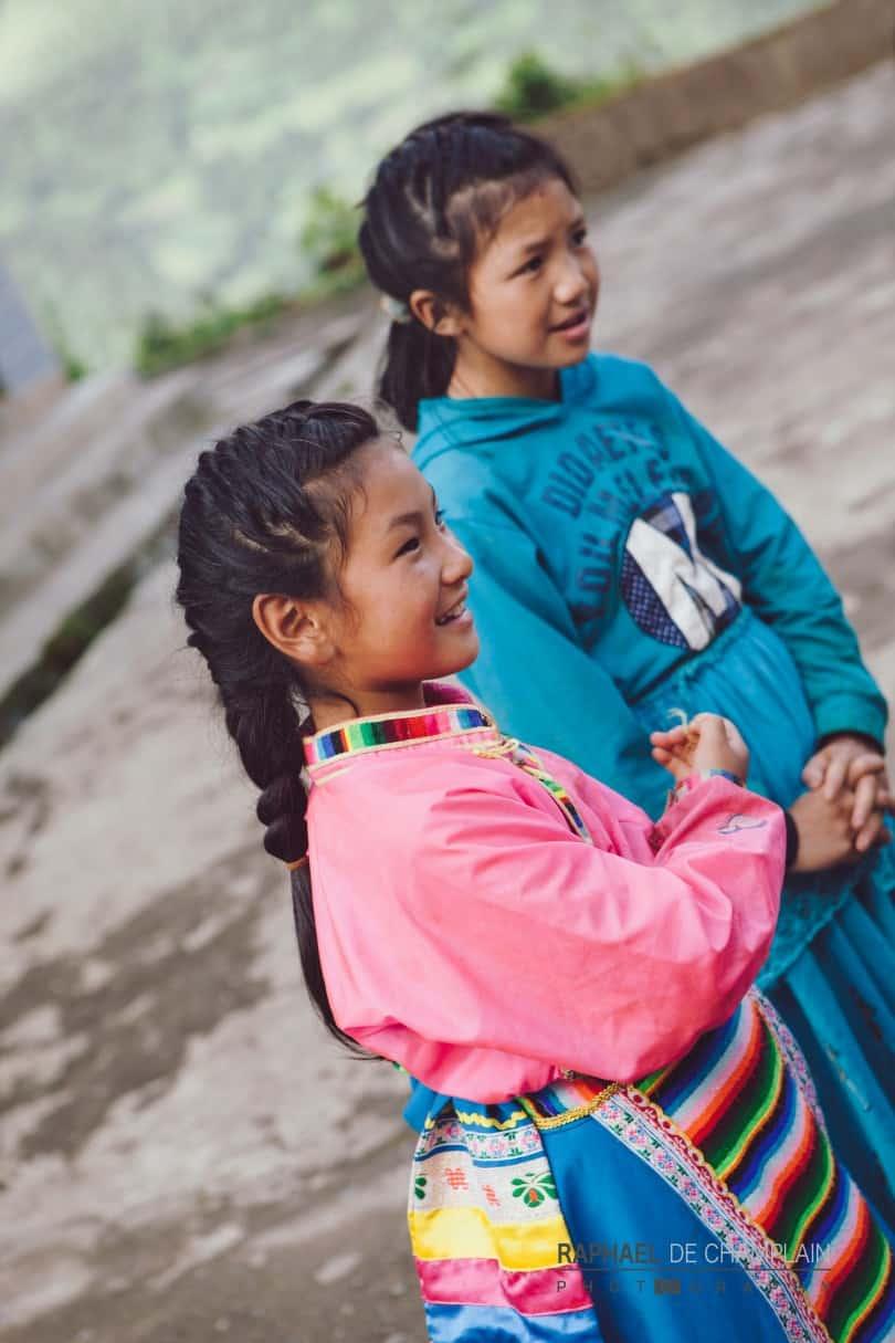 C'est dans les petites communautés de la vallée de la Salouen que les coutumes ancestrales semblent être demeurées le plus intactes.