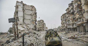 Photo: Char blindé de l'armée russe dans les ruines d'Alep, 21 décembre 2016 (Wikimedia - CC)