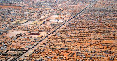 Photo: Vue aérienne du camp de réfugiés Zaatari (Jordanie) - Wikimedia - CC