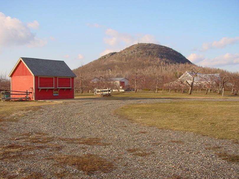 À l'arrière, le mont Saint-Grégoire, près duquel l'auteure Rina Lasnier a grandi (photo: Wikimedia-CC).