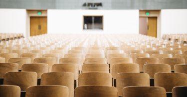 études-université-chaises