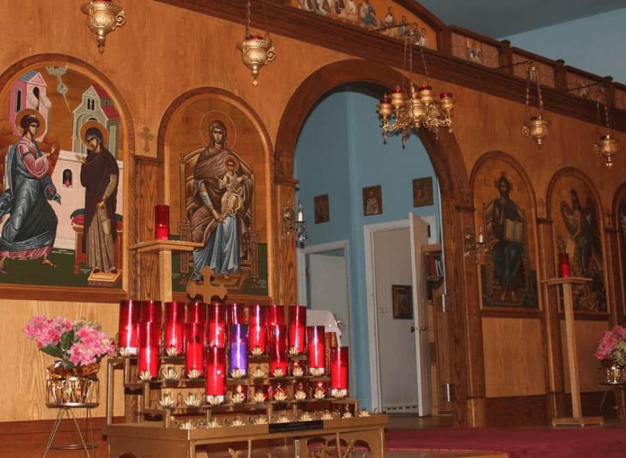 Site internet de l'Église grecque orthodoxe de l'Annonciation. Vue partielle de l'iconostase et des portes saintes.